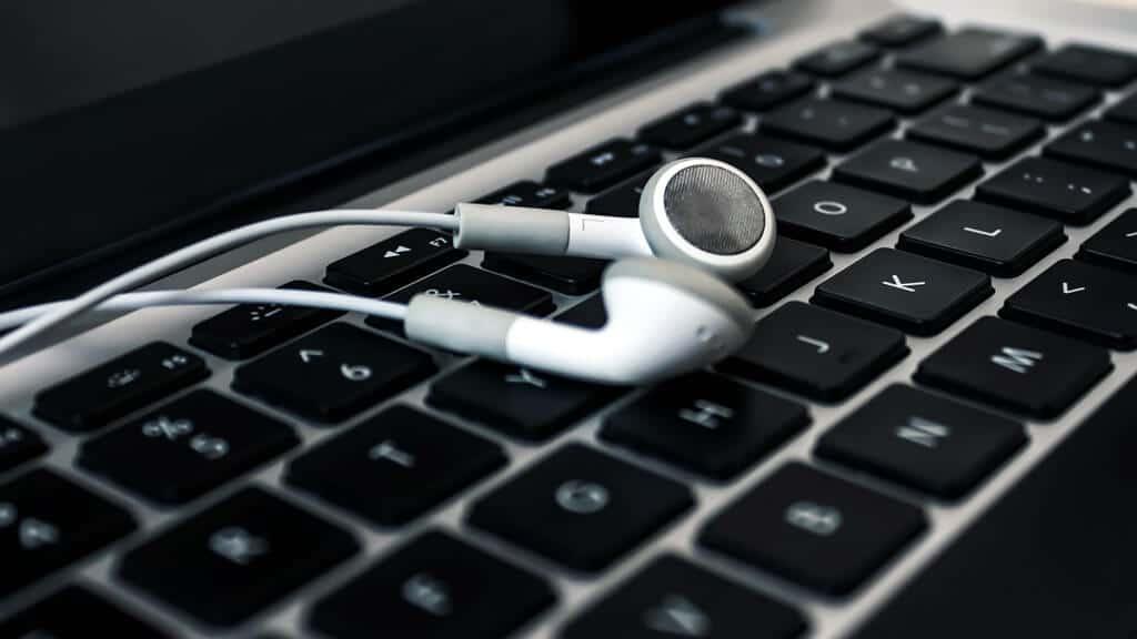 Laptop and headphone